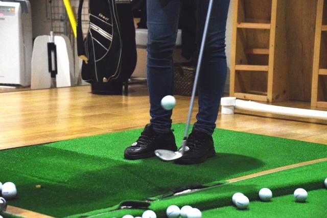 golf-lifting-a