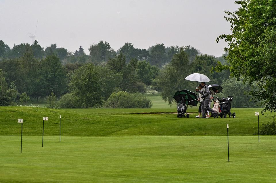 rain-golfer-a